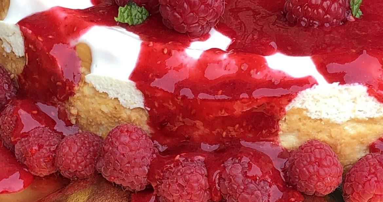 white chocolate cheesecake with raspberry grandmarnier glaze